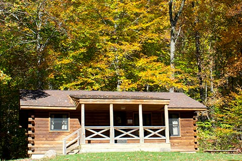 A Modern Log Cabin Is Near The Forest At French Creek State Park.